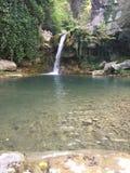 小瀑布在森林的峡谷 图库摄影