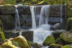 小瀑布小河 库存照片