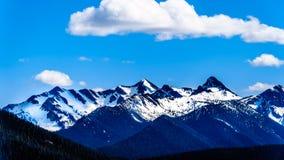 小瀑布山脉在BC加拿大 免版税库存图片