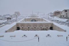 小瀑布楼梯冬天场面,耶烈万,亚美尼亚 免版税图库摄影