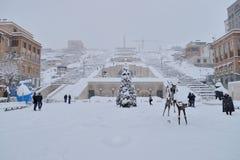 小瀑布楼梯冬天场面,耶烈万,亚美尼亚 图库摄影