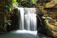 小瀑布水。 库存图片