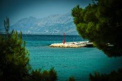 小灯塔在巴斯卡Voda,马卡尔斯卡里维埃拉,达尔马提亚,Croa 免版税库存照片