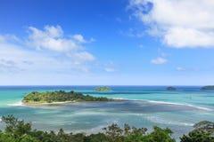 小热带海岛在海洋。酸值张,泰国 免版税库存照片
