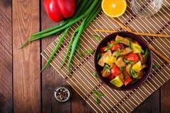 小牛肉内圆角-搅动油炸物用桔子和辣椒粉在糖醋调味汁 免版税库存照片