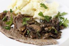 小牛肉和蘑菇特写镜头 库存图片