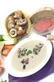 小牛肉奶油色汤用荷兰芹 免版税库存图片