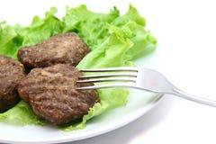 小牛肉炸肉排用在白色背景的莴苣 库存图片