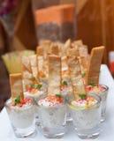 小玻璃f阿拉伯开胃菜叫酵母酒蛋糕ghanoog 库存图片