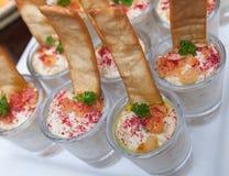 小玻璃f阿拉伯开胃菜叫酵母酒蛋糕ghanoog 图库摄影
