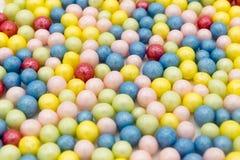 小珠的红色,蓝色,黄色和其他颜色 图库摄影