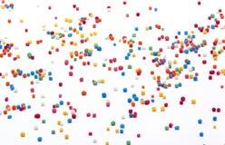 小珠洒在白色背景的糖 免版税库存图片
