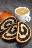 小甜面包充满罂粟种子 免版税库存图片