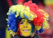 小男孩与被绘的面孔的足球迷在世界杯足球赛淘汰赛期间 免版税图库摄影