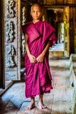 小男孩修士在Shwenandaw修道院里 库存照片