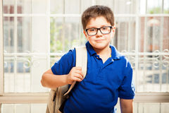 小男孩准备好学校 免版税库存照片