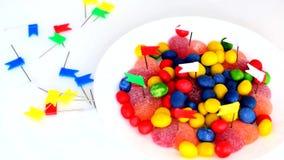 小男孩刺穿在心形的糖果与明亮的颜色文具按钮  股票录像
