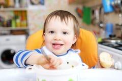 小男孩吃晚餐 免版税库存图片