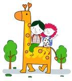 小男孩和女孩骑马长颈鹿 库存照片