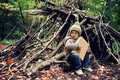 小男孩在公园 库存图片