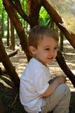 小男孩在小室 免版税库存图片
