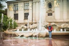小男孩在老镇 免版税图库摄影