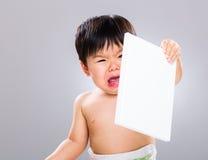 小男孩怨恨书 免版税库存图片