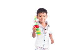 小男孩愉快的戏剧塑料玩具 免版税库存照片