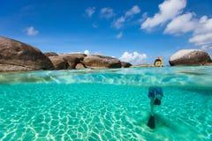 小男孩游泳在海洋 免版税图库摄影