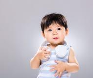 小男孩爱音乐 免版税库存图片