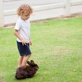小男孩用兔子 图库摄影