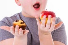 小男孩用在白色背景隔绝的食物 免版税图库摄影