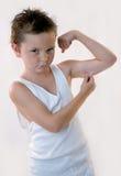 小男孩的肌肉 免版税库存图片