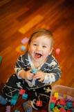 小男孩笑非常情感 免版税图库摄影