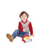 小男孩画象有他的玩具电话的 库存照片