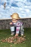 小男婴花匠 免版税库存照片