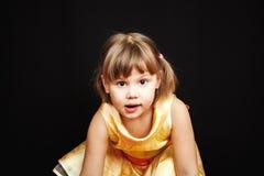 小白种人白肤金发的女孩演播室画象  库存图片