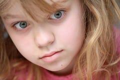 小白肤金发的白种人女孩特写镜头画象  免版税图库摄影