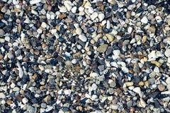 小白色和黑暗的石头 库存照片