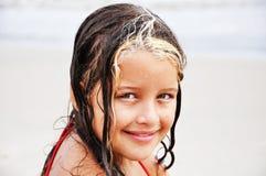 小的女孩弄湿了 图库摄影