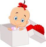 小的女婴动画片里面开放礼物盒 免版税库存图片