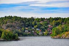 小的斯德哥尔摩郊区瑞典村庄 库存图片