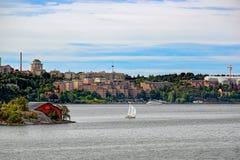 小的斯德哥尔摩郊区瑞典村庄 免版税库存图片