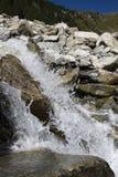 小的瀑布在意大利阿尔卑斯 图库摄影