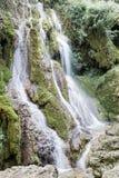 小的瀑布在森林Krushuna,保加利亚3里 免版税库存图片