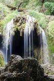 小的瀑布在森林Krushuna,保加利亚2里 免版税图库摄影