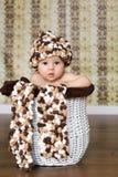 小的男婴ina篮子 免版税库存图片