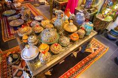 小的箱子装饰了阿拉伯样式许多颜色 免版税库存照片