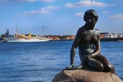 小的美人鱼哥本哈根,丹麦的雕塑 免版税库存照片
