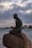 小的美人鱼在哥本哈根 免版税库存照片